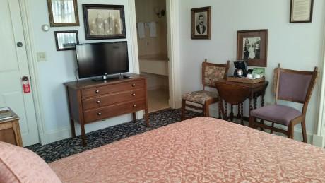 Room 301 Queen Bed