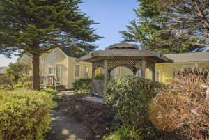 Mendocino Hotel and Garden Suites - Lush Landscaping
