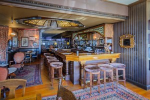 Welcome To The Mendocino Hotel and Garden Suites - Bar and Lounge