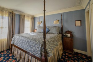 Welcome To The Mendocino Hotel and Garden Suites - Victorian Room