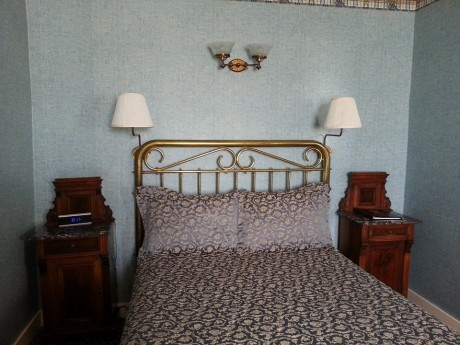 Room #13 Queen Bed